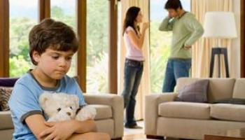 Διαζύγιο: Πως αντιδρούν τα παιδιά ανά ηλικία!